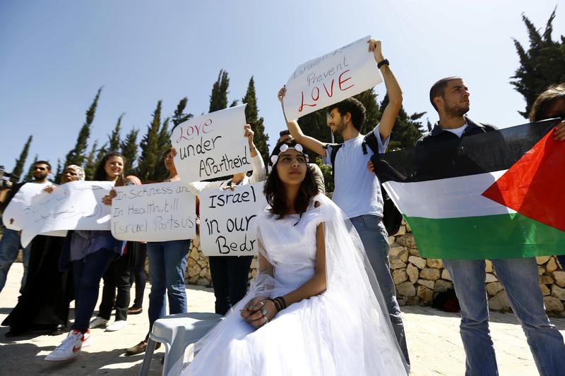 Una protesta contro la legge che impedisce i ricongiungimenti familiari tra palestinesi dei Territori e cittadini israeliani