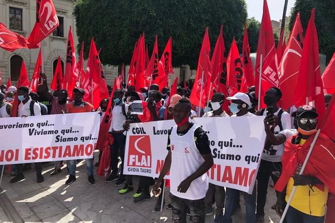 Lo sciopero dei braccianti della piana di GIoia Tauro della Flai Cgil a Reggio Calabria