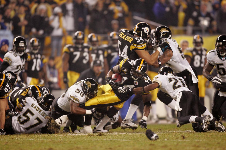 Una partita di football americano tra Pittsburgh Steelers e Jacksonville Jaguars