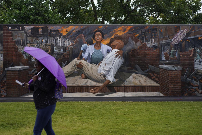 Tulsa, Oklahoma, un murale che ricorda il massacro di 100 anni fa