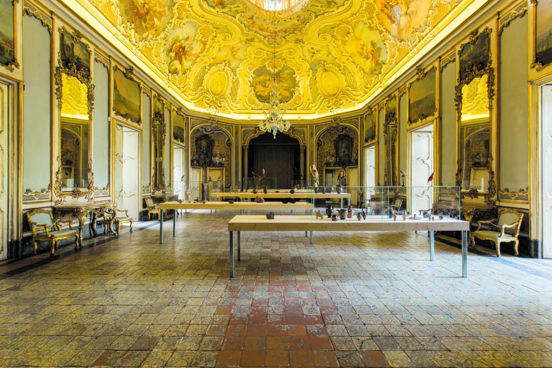 Una delle sale di Palazzo Biscari a Catania allestita per la mostra