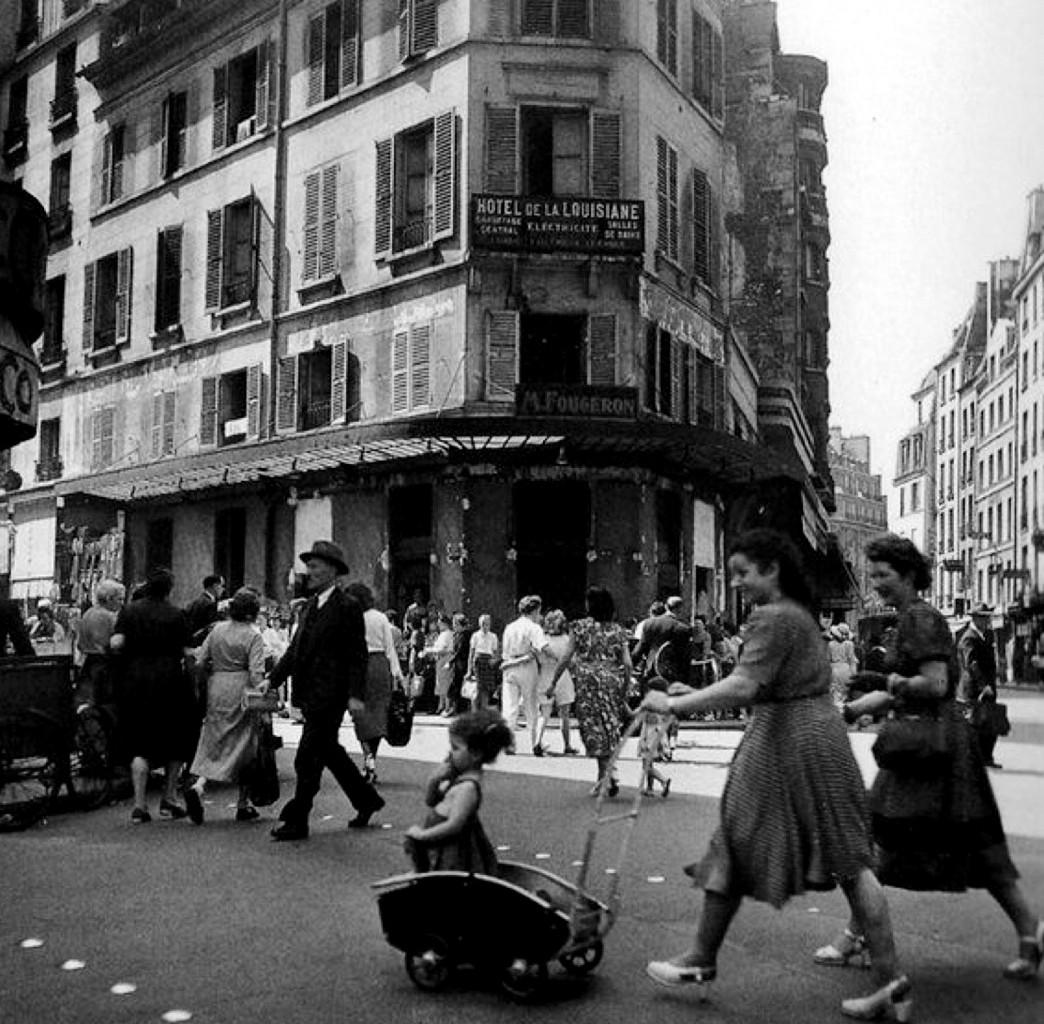 Robert Doisneau, Hôtel La Louisiane  a Saint-Germain-des-Prés a Parigi, 1950 ca.