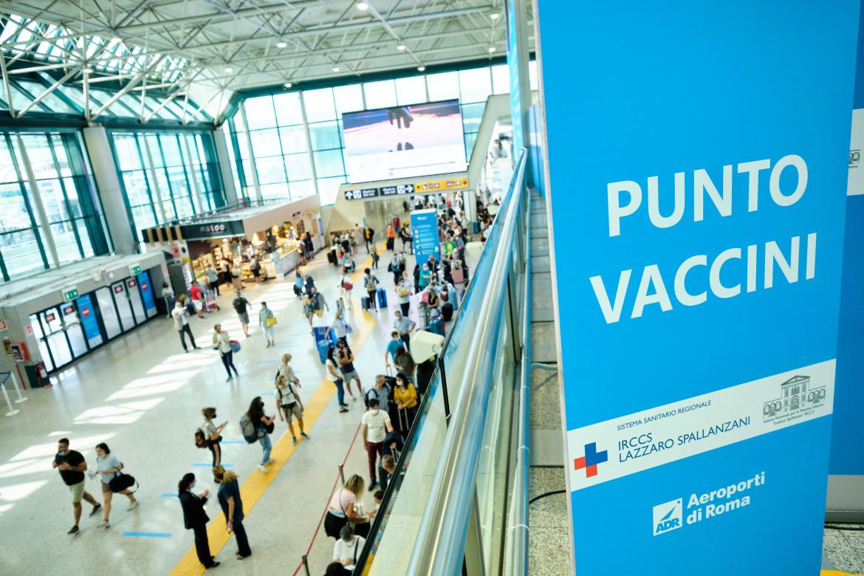 Il centro vaccinale all'aeroporto di Fiumicino