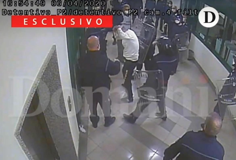 Il video, tratto dalle telecamere del carcere, diffuso da Domani