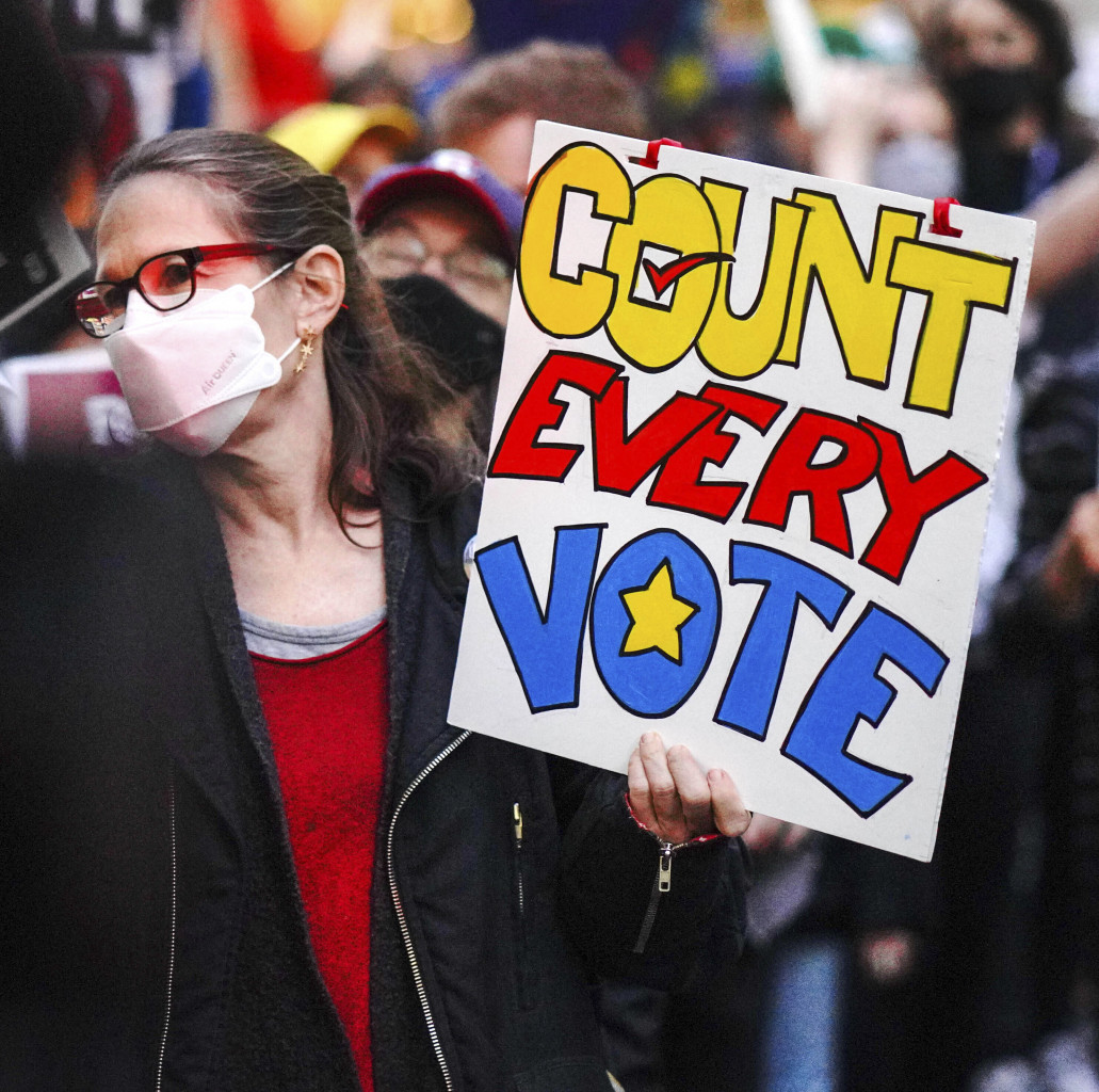 Il giorno delle presidenziali, il 4 novembre 2020, protesta dei manifestanti anti-trumpiani