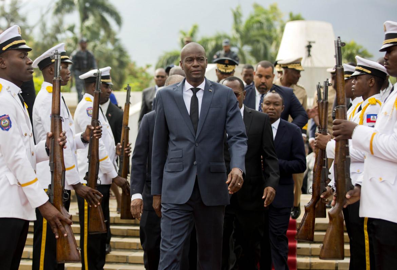Il presidente haitiano Jovenel Moise nel 2018, mentre celebra il 215° anniversario della morte di Toussaint Louverture, lo