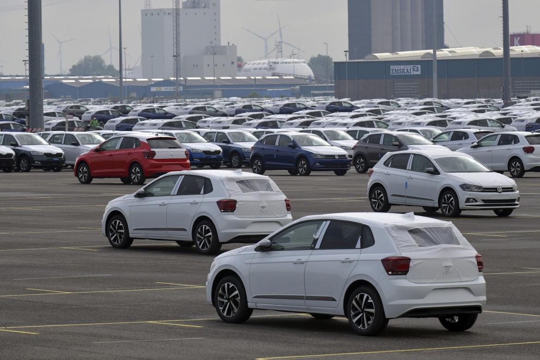 Auto della Volskwagen nell'area dei nuovi veicoli in una fabbrica in Sassonia