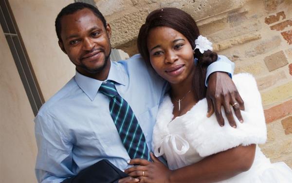Emmanuel Chidi Namdi con la moglie Chinyere