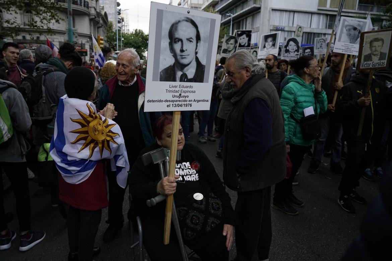Corteo a Montevideo, giustizia per i desaparecidos della dittatura
