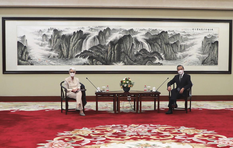 Wendy Sherman e Wang Yi a Tianjin