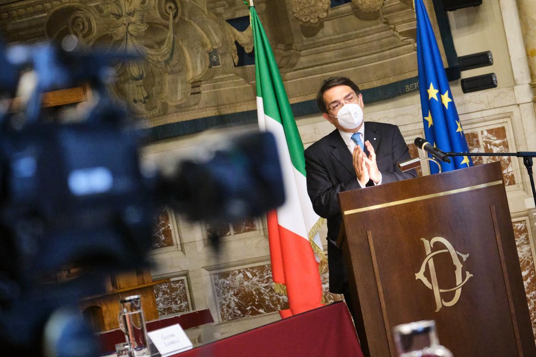 Giacomo Lasorella, il presidente di Agcom, durante la relazione annuale 2021
