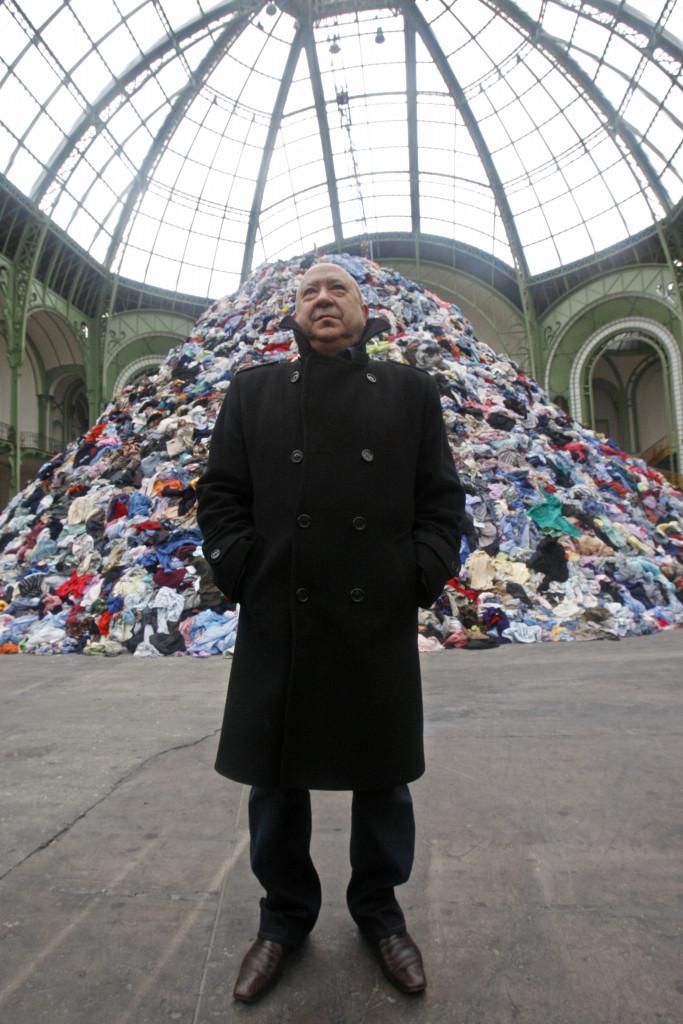 Christian Boltanski davanti all'installazione «Personnes» per Monumenta a Parigi, 2010