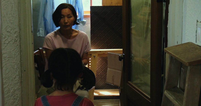 Una scena tratta da  «In front of Your Face» di Hong Sang-soo