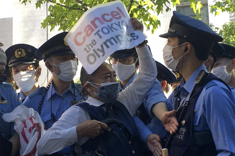 Proteste a Tokyo contro i giochi olimpici
