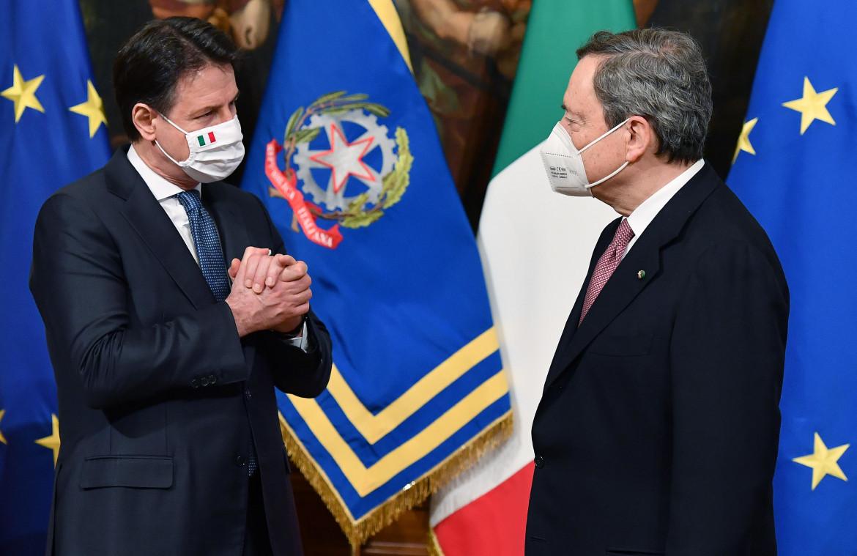 Giuseppe Conte e Mario Draghi a palazzo Chigi