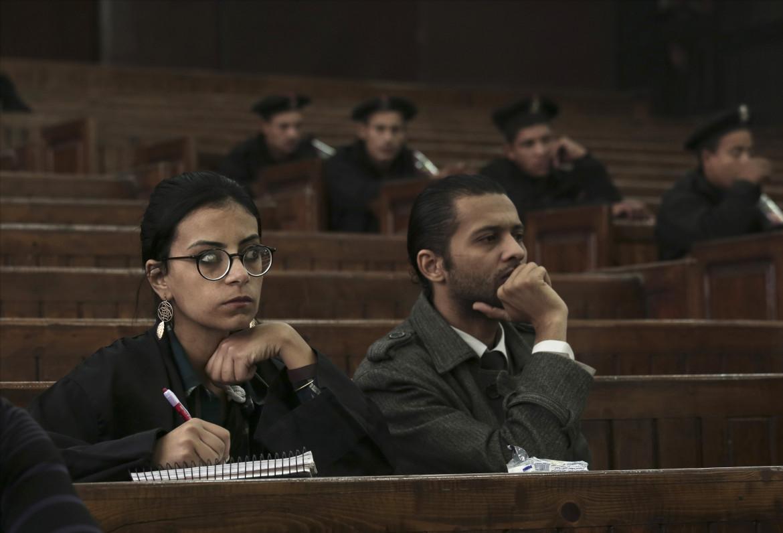 L'avvocatessa per i diriti umani Mahienour el-Massry un durante un'udienza