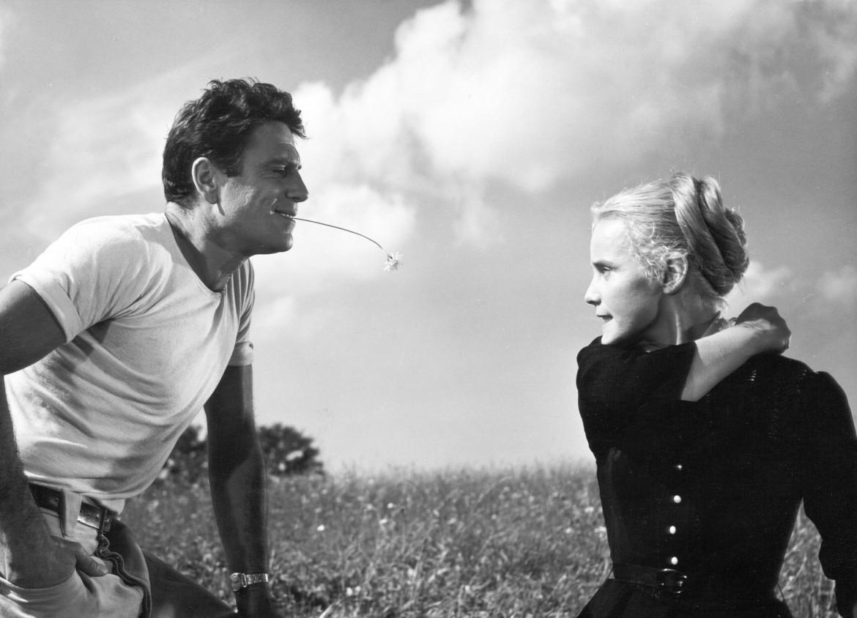Rossano Brazzi e Maria Schell nel film «Rose Bernd» di Wolfgang Staudte