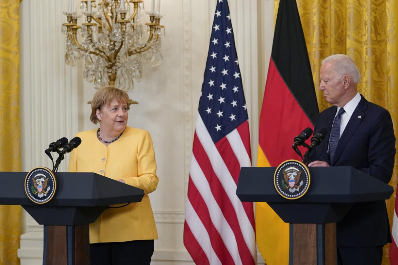 Angela Merkel con Joe Biden durante la conferenza stampa di ieri alla Casa bianca