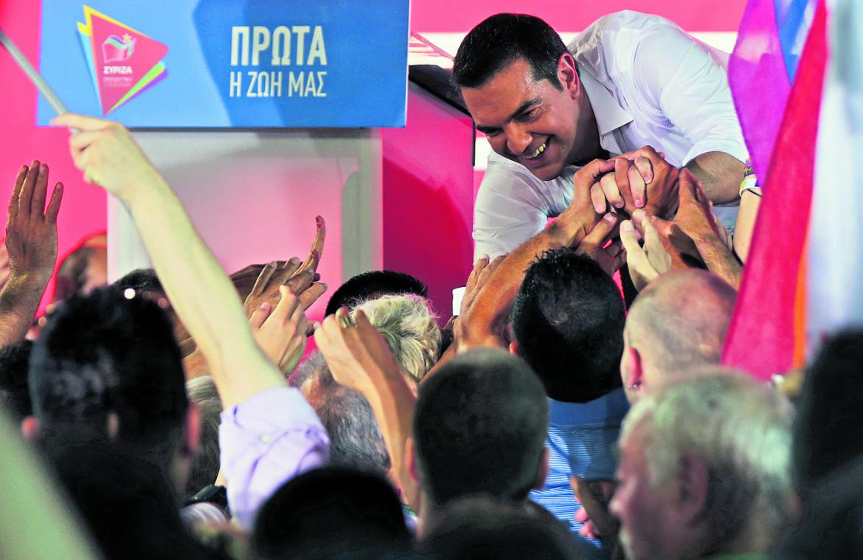 Alexis Tsipras al termine di un comizio dell'ultima campagna elettorale di Syriza