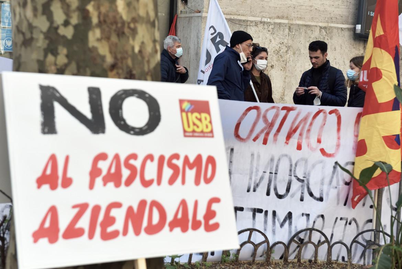 La protesta contro Acciaierie d'Italia (Ex Ilva)