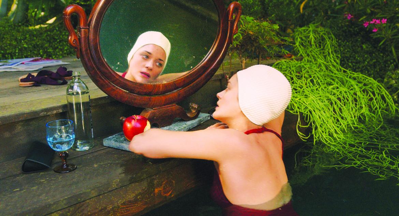 Marion Cotillard in una scena di «Annette» di Leos Carax