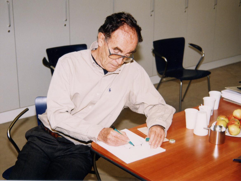 Vico Magistretti e la sedia VicoDuo da Fritz Hansen nel 1997