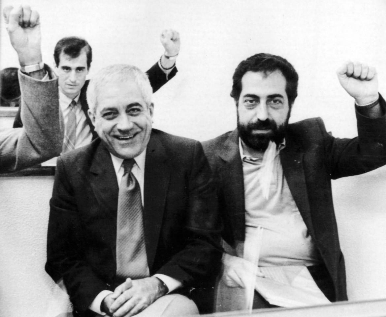 Otelo de Carvalho, a sinistra, durante il processo del luglio 1985 a Lisbona