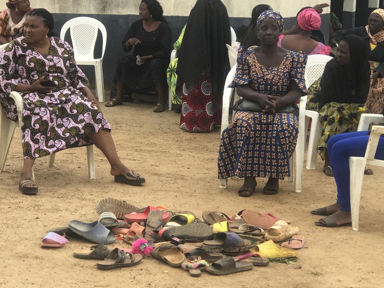 I parenti degli studenti rapiti dalla Bethel Baptist High School di Damishi Kaduna, Nigeria, lo scorso 6 luglio