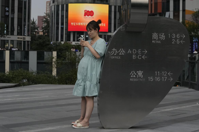 Una donna incinta a Pechino