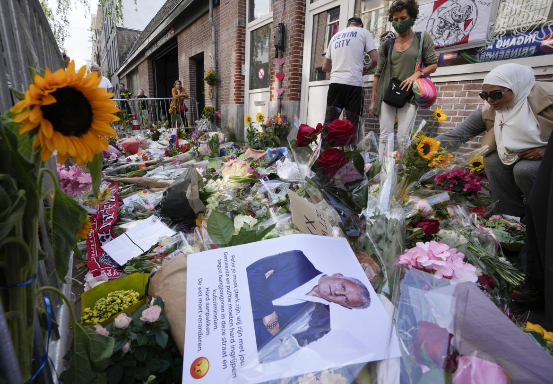 Il luogo nel centro di Amsterdam in cui è stato ferito il giornalista Peter R. de Vries, ieri