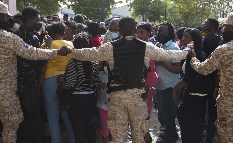 Haiti, ressa di fronte all'ambasciata Usa di Port-au-Prince dopo le voci circolate via social sulla concessione di speciali visti umanitari
