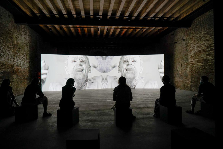 L'installazione artistica con film «Not Once» di Jan Fabre e Phil Griffin con Mikhail Baryshnikov