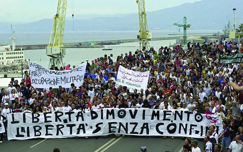 Manifestazione per la libertà di movimento a Genova 2001