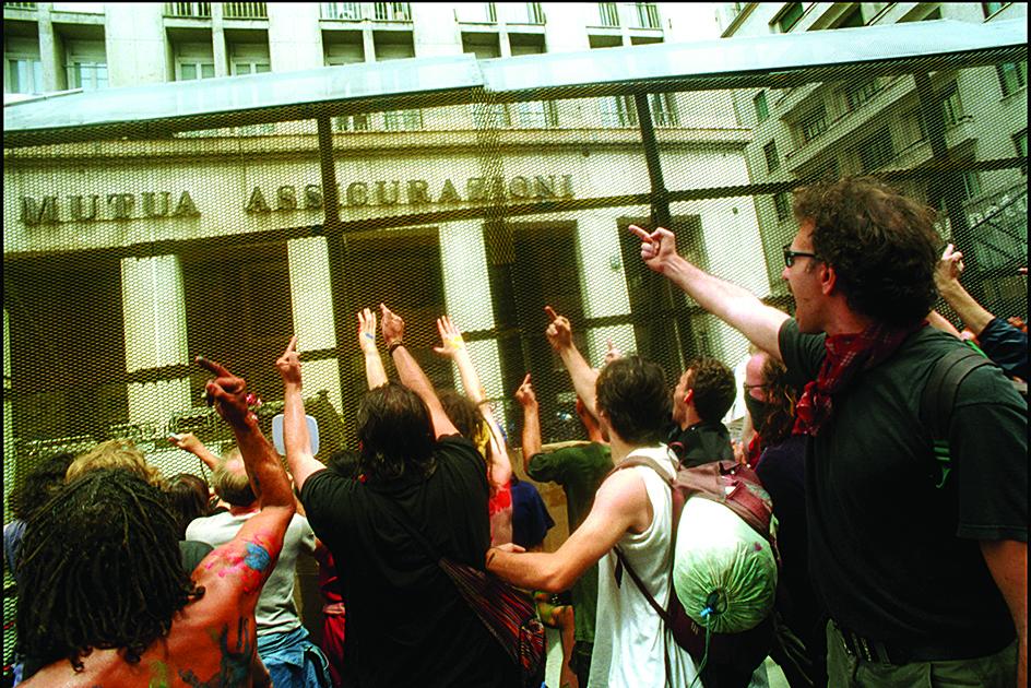 Manifestazione a Genova 2001