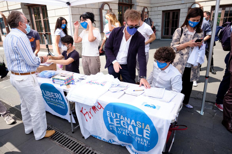 Raccolta firme per il Referendum per l'eutanasia legale