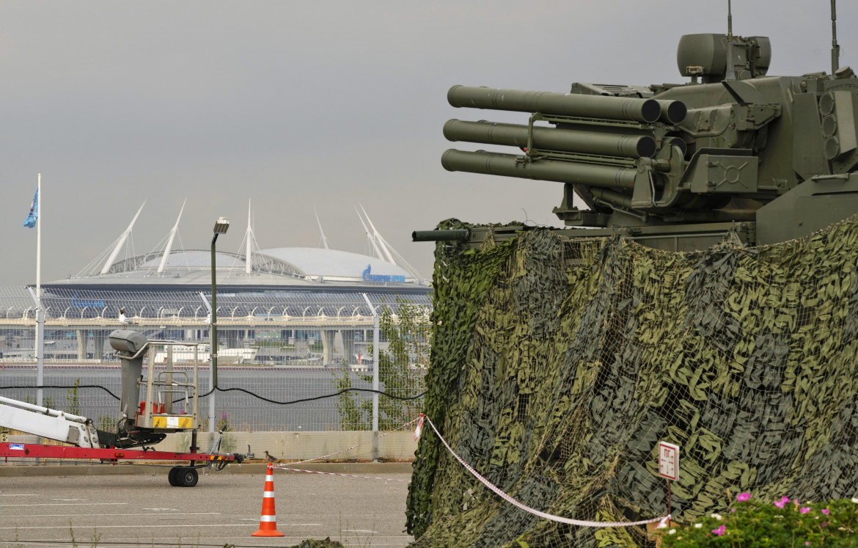 Un Pantsir a guardia dello stadio di San Pietroburgo