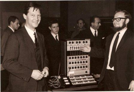 Paolo Ketoff (a sinistra) e il suo Synket (Synthesizer-Ketoff).