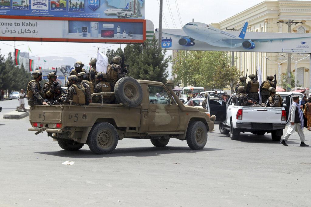L'ingresso delle «forze speciali» talebane nell'aeroporto