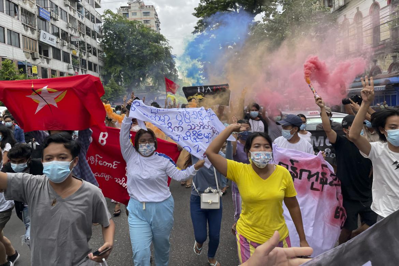 Proteste antigolpiste a Yangon