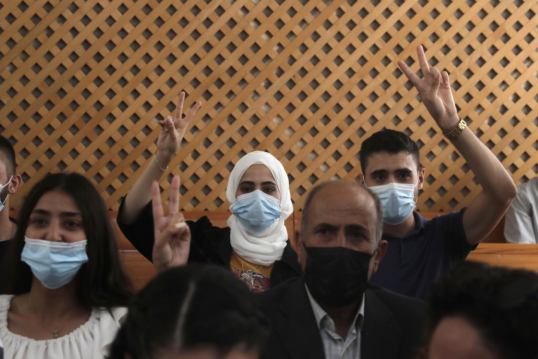 Muna e Mohammed al-Kurd, i volti più noti della protesta di Sheikh Jarrah, ieri durante l'udienza della Corte suprema israeliana