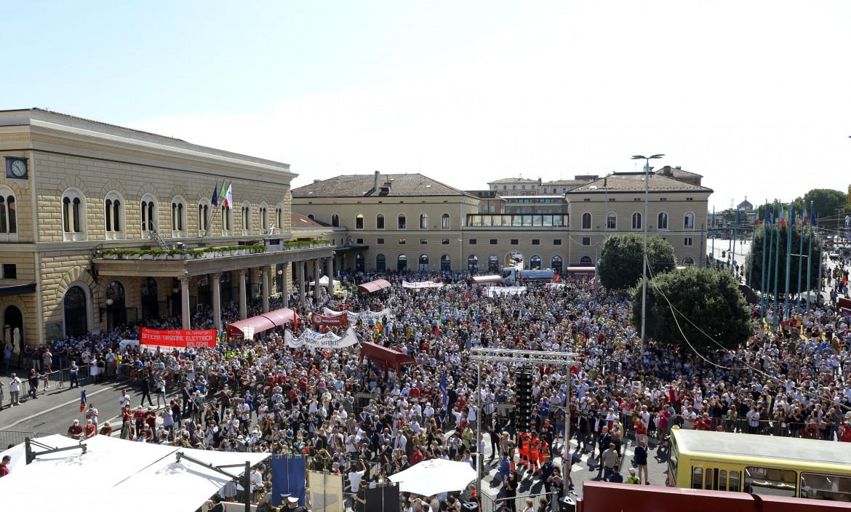 In piazza ieri a Bologna per la commemorazione della strage della stazione