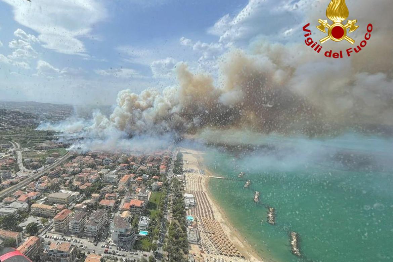 La Riserva dannunziana di Pescara in fiamme
