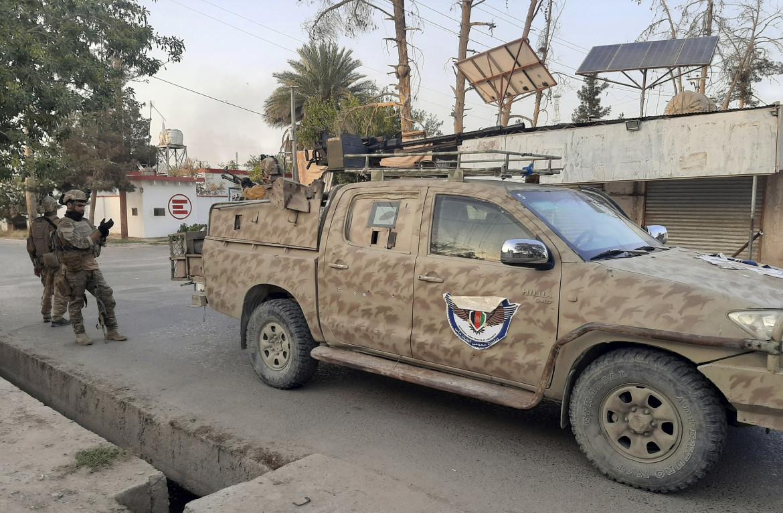 Le forze speciali afghane durante gli scontri con i Talebani a Lashkargah