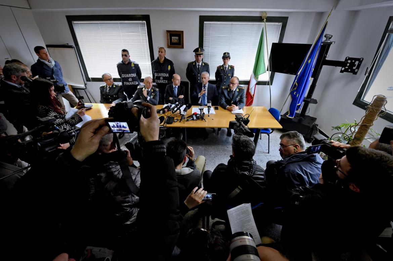 Una conferenza stampa della procura di Napoli del 2017