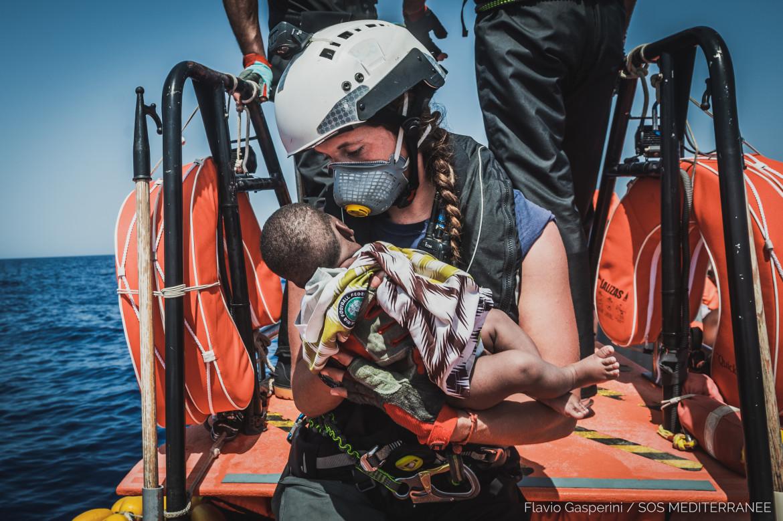 Un neonato a bordo dell'Ocean Viking
