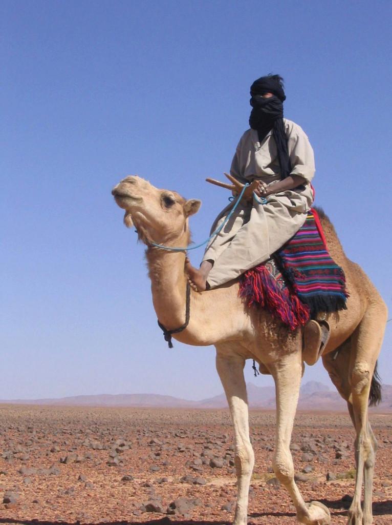 Un tuareg col volto velato dalla tagelmust