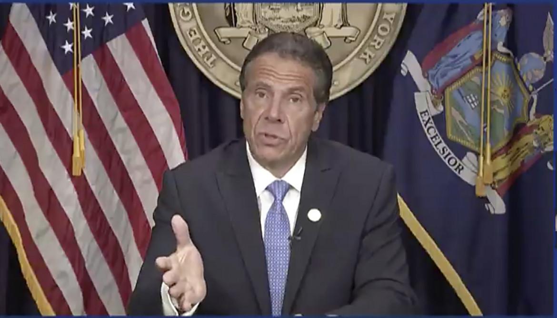 Il governatore dello Stato di New York, Andrew Cuomo, ieri durante la conferenza stampa