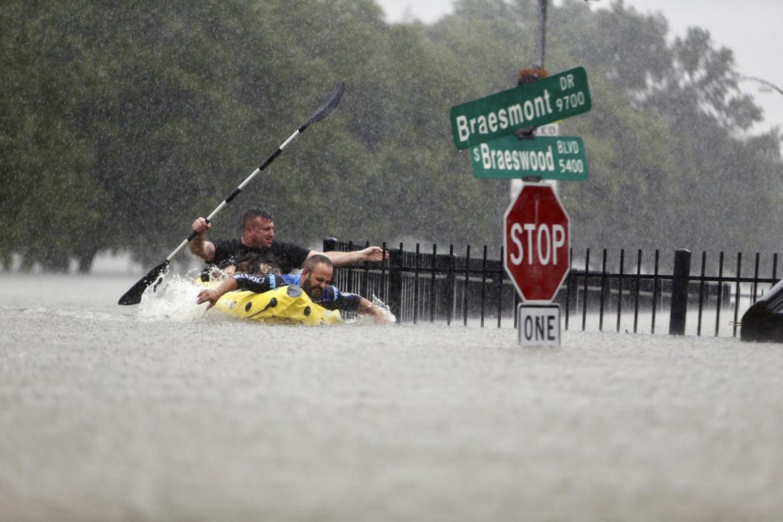 Tempesta tropicale a Houston, Texas