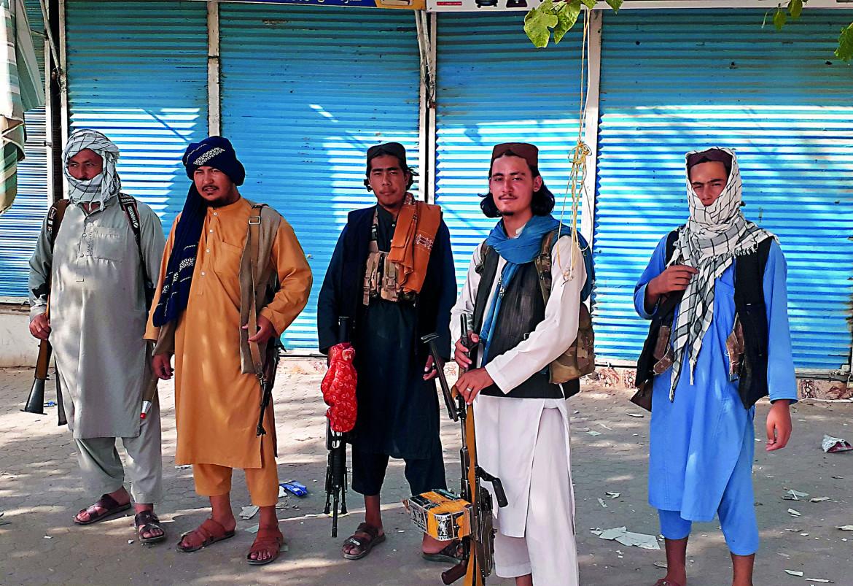 Miliziani talebani di guardia a Kunduz