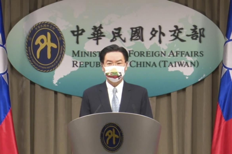 Joseph Wu, ministro degli esteri di Taipei, in conferenza stampa sull'affaire Lituania